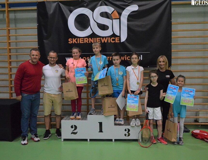 Na podium najlepsi tenisiści rywalizujący w najmłodszej kategorii.