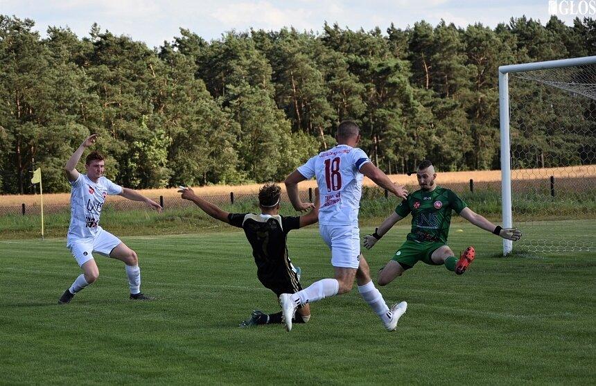 Po pechowej inauguracji sezonu 2020/2021 w IV lidze Jutrzenka odniosła pierwsze, historyczne zwycięstwo na tym poziomie. W niedzielę do Lipiec Reymontowskich ponownie zawita czwartoligowa piłka. Jutrzenka zagra z Orkanem Buczek.