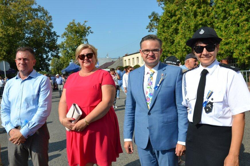 Wójt Rafał Mitura (na zdjęciu drugi z prawej) mówi, że przed Wiskitkami otwierają się nowe możliwości.