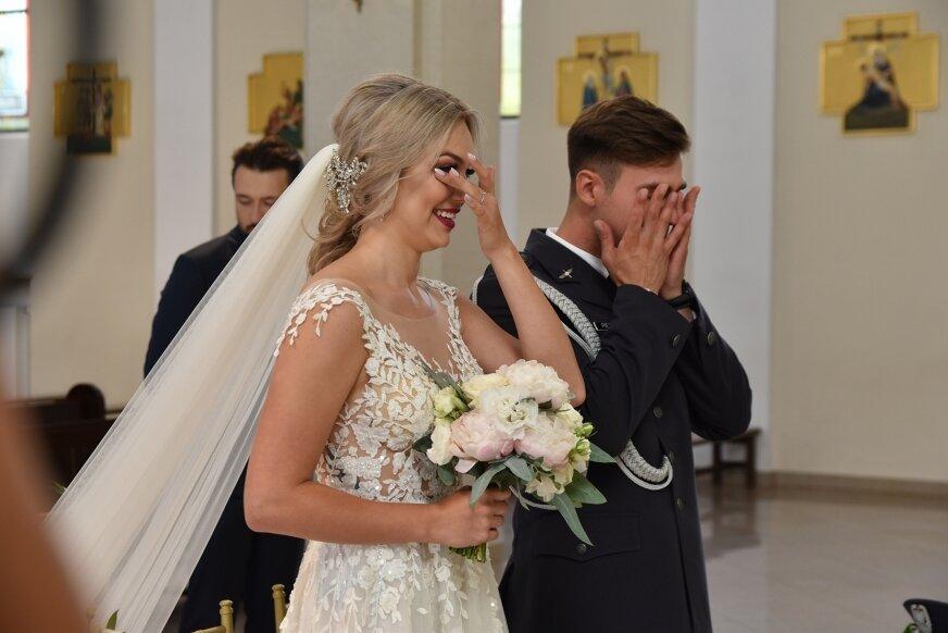 Ślub Weroniki i Arkadiusza odbył się (8.08) w kościele garnizonowym w Skierniewicach. Emocji nie brakowało.