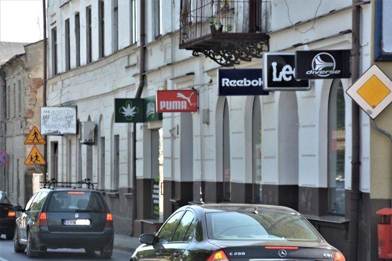 Logo z konopnym liściem pojawiło się nad jedną z ulic w Rawie Mazowieckiej. Powiew wielkiego świata?