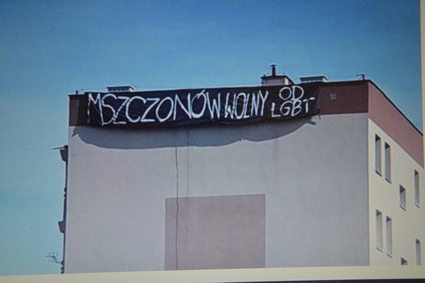 Taki plakat pojawił się na bloku przy ulicy Północnej 8 w Mszczonowie.