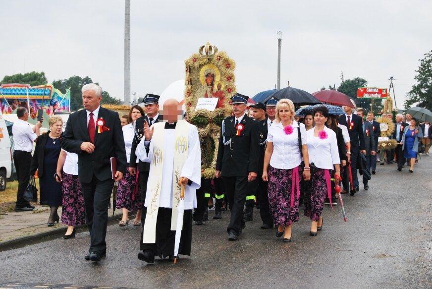 Ksiądz Jarosław W. jeszcze w niedzielę (6.09) przewodniczył mszy świętej dożynkowej, przez lata pracował z ministrantami, uczył religii w miejscowej szkole.