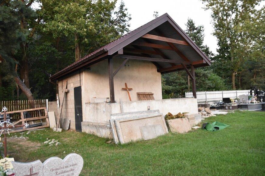 W obiekcie wymieniony został dach, pozostaje kwestia wykończenia w środku.