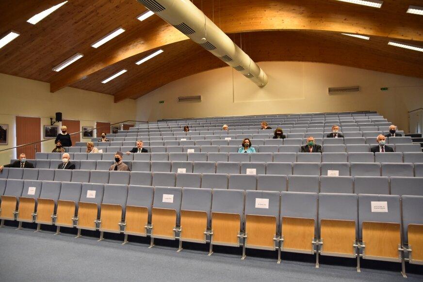 Z racji panującej epidemii, uroczystość inauguracji nowego roku akademickiego 2020/21 (28.09) miała charakter zamknięty – wzięła w niej udział garstka osób.