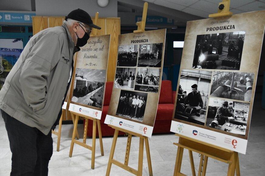 Seniorzy z Rawki podzielili się zdjęciami ze swoich zbiorów, wspominają czasy, które jeszcze świetnie pamiętają.