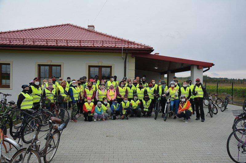 Kciuki do góry dla nich! Trwa wycieczka rowerowa po gminie Rawa Mazowiecka ZDJĘCIA
