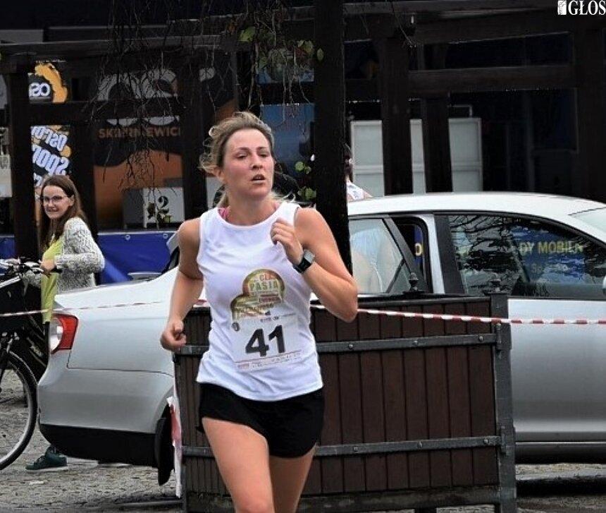 Katarzyna Hołownicka wzięła udział we wszystkich biegach organizowanych w Skierniewicach w 2020 roku. W tych, w których prowadzona była klasyfikacja końcowa stawała na podium w kategorii pań.