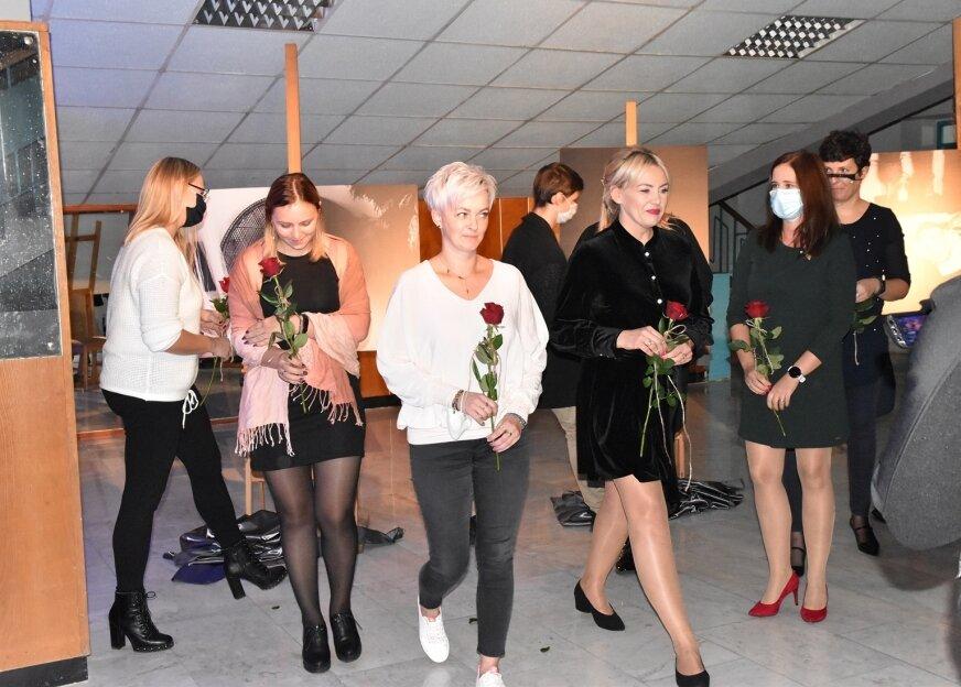 """Modelki – matki, córki, przyjaciółki, skierniewiczanki wzięły udział w projekcie """"nieIDEALNE"""". Ich zdjęcia można oglądać w kinie."""