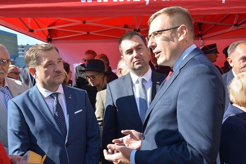 Poseł Maciej Małecki (z prawej) znany jest z dużej aktywości politycznej i społecznej..