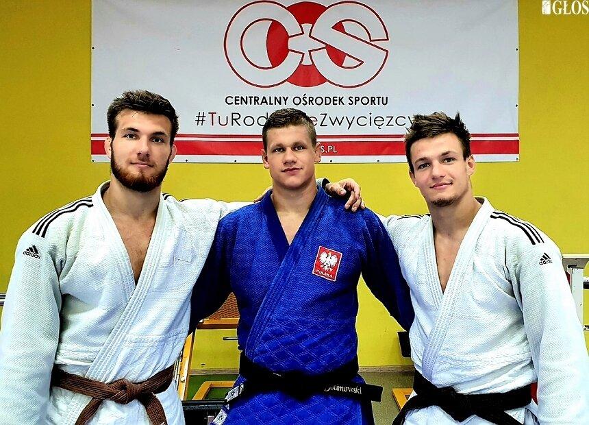 Mateusz Bolimowski (w środku) podczas zgrupowania kadry narodowej. Na zdjęciu ze skierniewiczaninem Sebastian Ołdak (z lewej) oraz Adam Stdolski, koledzy z kadry.