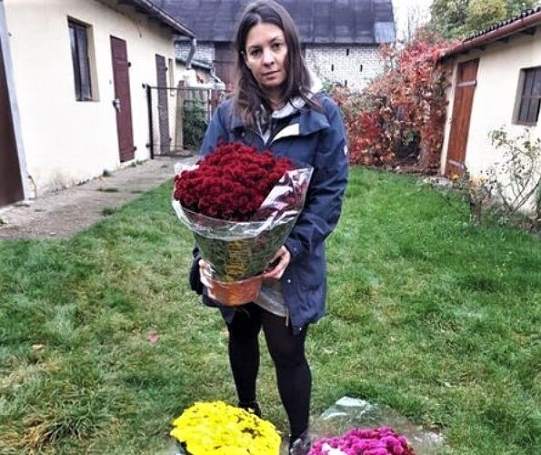 Organizatorka skierniewickich protestów kobiet, działaczka Partii Razem apeluje o kupowane kwiatów, których handlowcy  nie sprzedali przy cmentarzach.