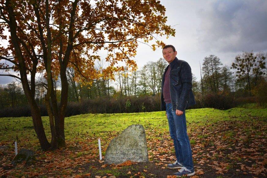 Zbiegniew Skroński przez trzy miesiące samotnie czyścił żydowski cmentarz, wcześniej pomagało mu ponad 50 osób.
