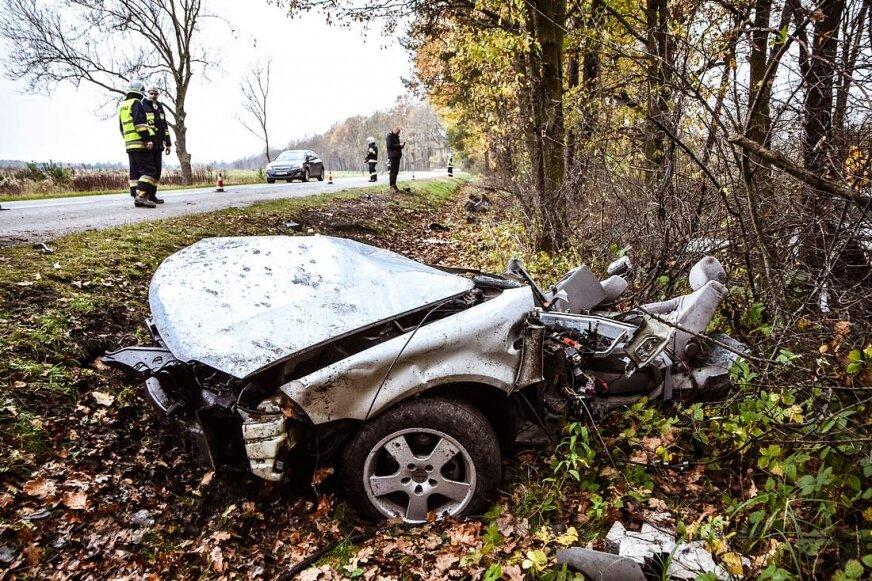 Skierniewice: samochód rozpadł się na dwie części