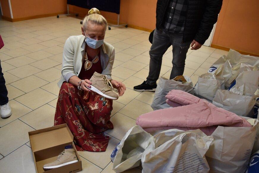 – Piękny gest, w naszej szkole nie brakuje potrzebujących uczniów – cieszy się z prezentów Anna Łapska, dyrektor Jedynki.