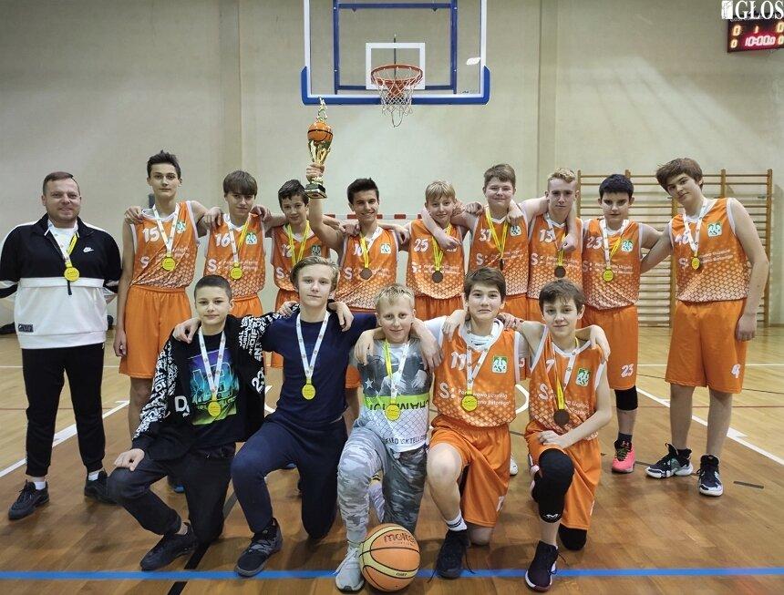 Kadeci odebrali medale za 3. miejsce w lidze młodzików w sezonie 2019/2020. Azetesiacy odrabiają ligowe zaległości w trwających rozgrywkach.