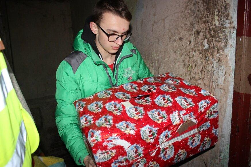 W połowie grudnia (12 – 13.12), podczas weekendu cudów, wolontariusze rozwiozą prezenty do potrzebujących rodzin.