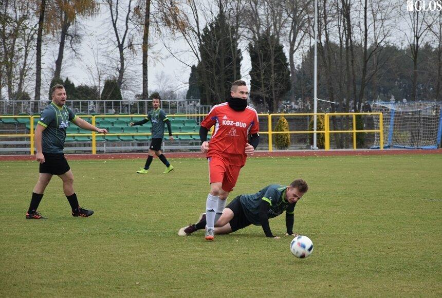 W Makowie zespół Adama Gasińskiego wygrał po raz piąty w sezonie. Tym razem Macovia była lepsza od lokalnego rywala ze Słupi.