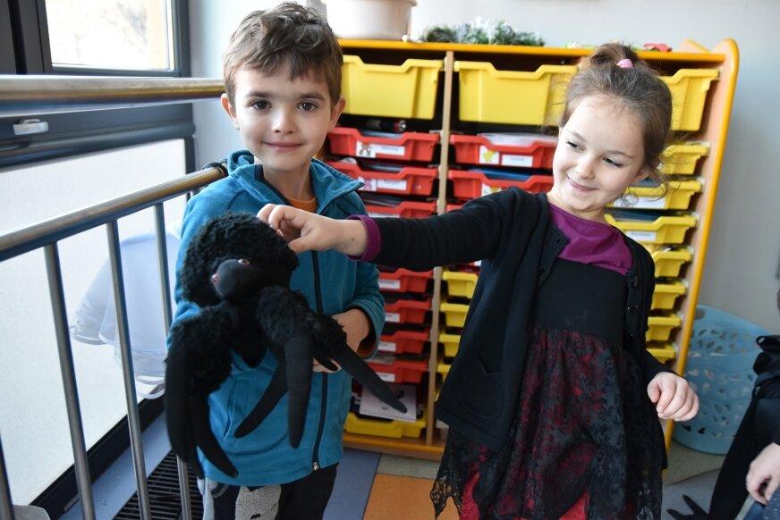 Mnóstwo wróżek, czarnoksiężników i innych postaci pojawiło się w andrzejkowy poranek (30.11) w przedszkolu.