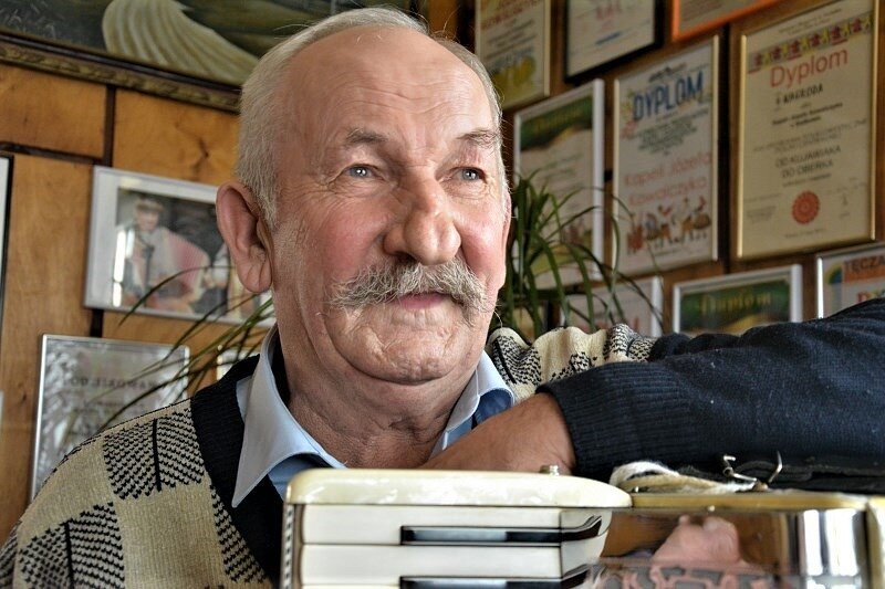Ale pogoda ducha! Józef Kowalczyk muzykant z Sadkowic w niezwykłym duecie. VIDEO