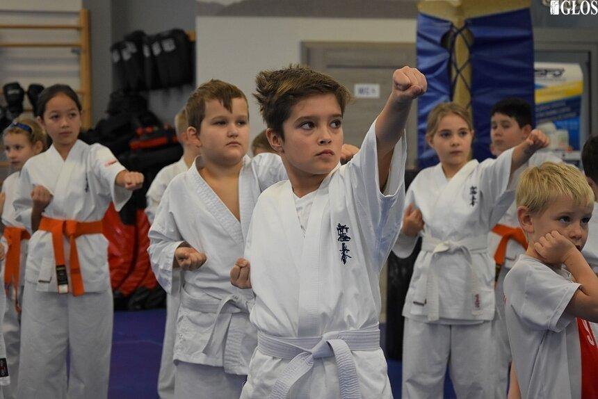 W porannej grupie najmłodszych egzaminowanych znalazło się ponad 40 karateków.