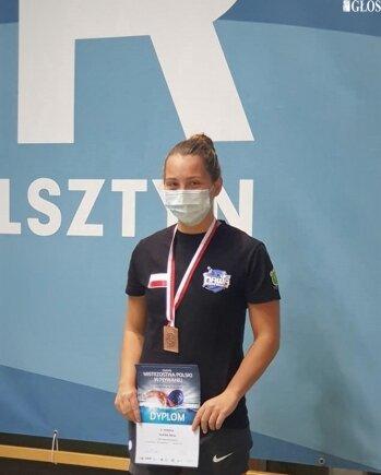 Alicja Ulicka została brązową medalistką Zimowych Mistrzostw Polski Seniorów i Młodzieżowców w pływaniu.