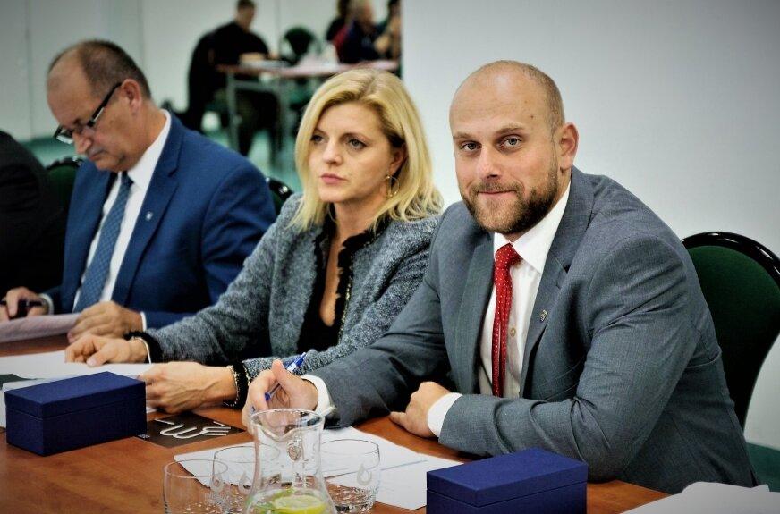 W wyborach w 2018 roku zdobył 420 głosów, mandat po nim obsadzi prawdopodobnie kandydatka, którą poparło 168 osób.  Beata Prusinowska jest kolejną, po szefowej stacji sanitarno epidemiologicznej, kandydatką, której przypada mandat po Moskwie.