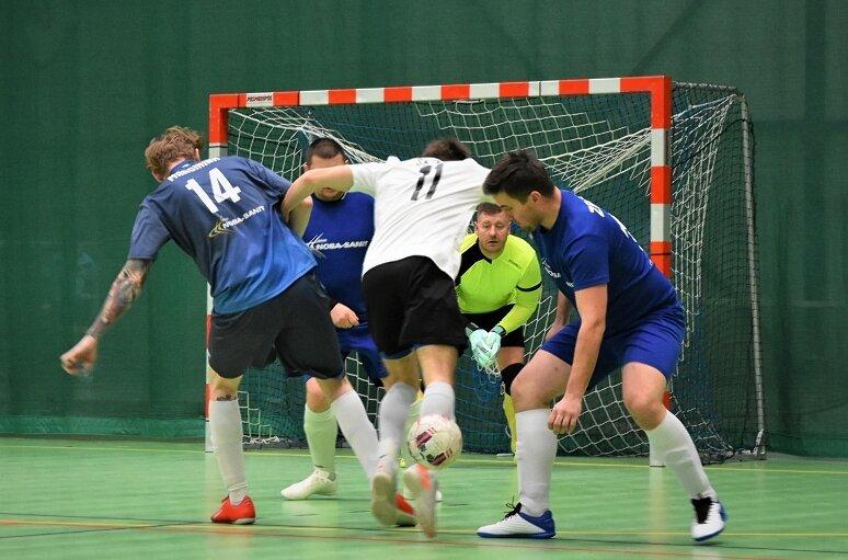 Przed nami weekend ostatecznych rozstrzygnięć w PakoBud Skierniewickiej Lidze Futsalu.