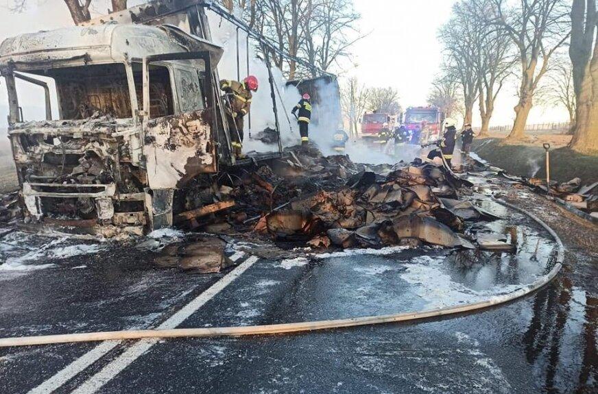 Głuchów: Spłonął TIR. Kierowca w szpitalu