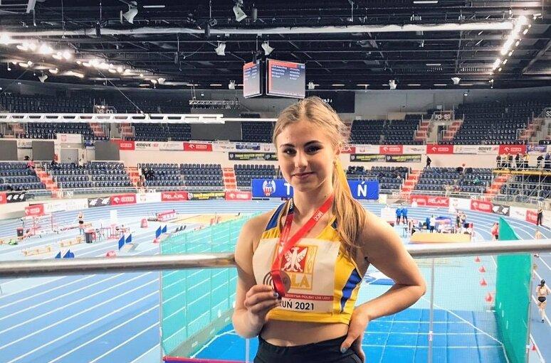 Anna Kłosińska wywalczyła kolejny medal mistrzostw Polski. Po sukcesie w 2020 roku w skoku w dal, przyszła pora na podium krajowego czempionatu w trójskoku.