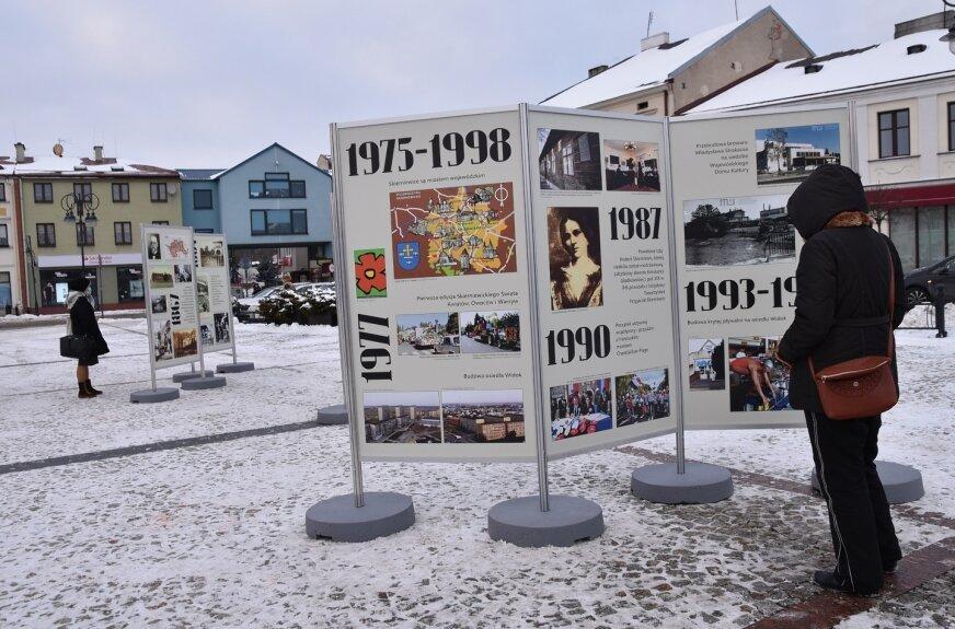 Wystawę na rynku będzie można zwiedzać przez cały luty, potem zagości w skierniewickich szkołach.