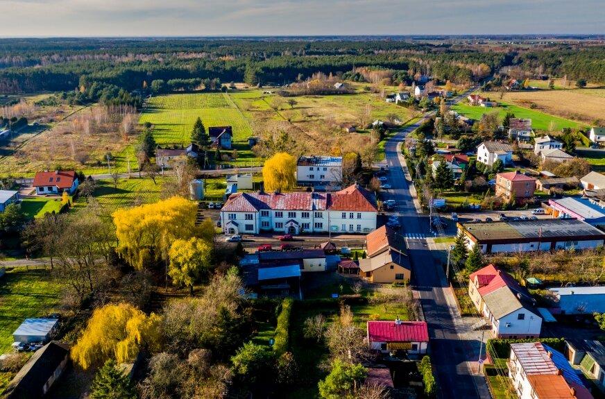 Wielomilionowe inwestycje budżetowe z pewnością wpłyną na rozwój gminy. Jedną z bezprecedensowych inwestycji ma być park kulturowy, który ma powstać przy drodze na Łowicz.