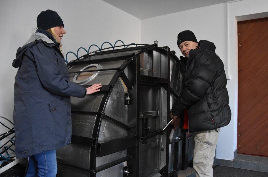 Beata Szymczak wraz z Krzysztofem Tulińskim przeprowadzają terapie tlenowe w specjalnie stworzonych komorach.