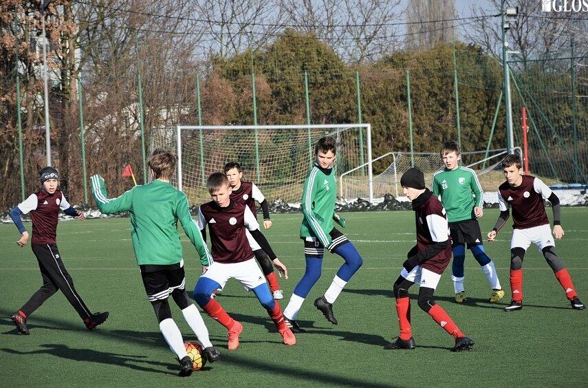 Piłkarze zespołu trampkarzy  Widoku przygotowują się do wiosennej rywalizacji w I lidze wojewódzkiej.