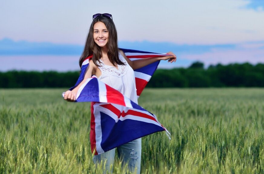 Jedziesz na wakacje zagranicę, ale nie znasz angielskiego? Nauka online to świetny pomysł, by szybko nadrobić braki