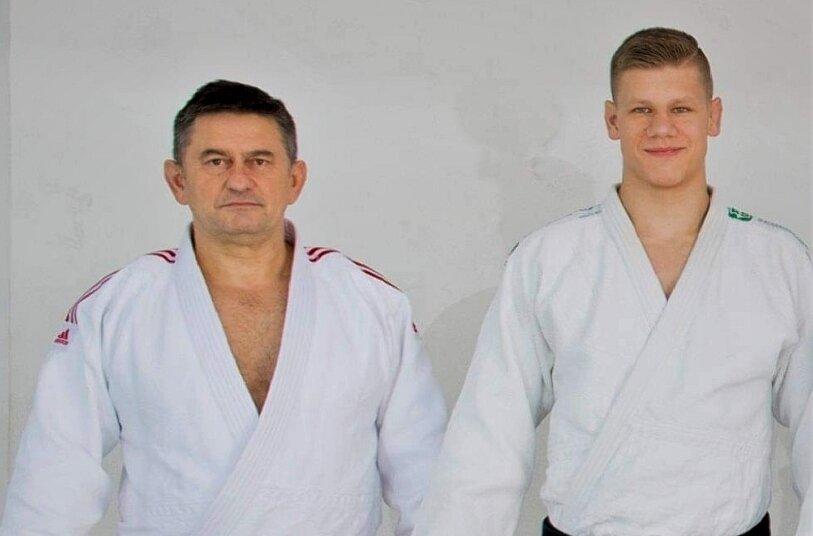 Mateusz Bolimowski z trenerem Jerzym Gołębiewskim.