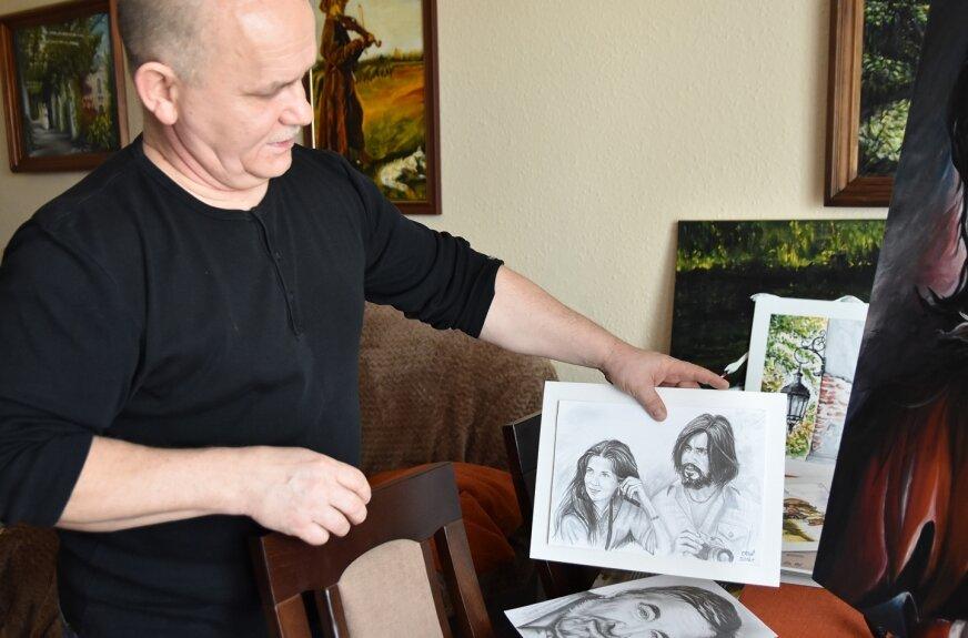 Portrety szkicowane ołówkiem – to najnowsze dzieła Tomasza Kirsta.