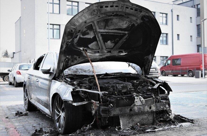 Spłonęła skoda w centrum Skierniewic