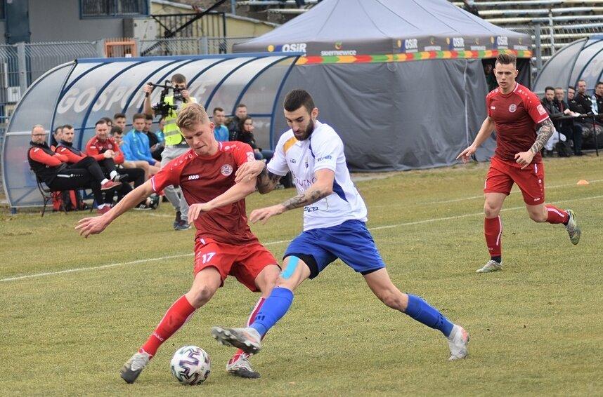 Unia pokonała KS Kutno 2:1 w ostatnim spotkaniu rundy jesiennej sezonu 2020/2021. W akcji Adrian Dudziński.