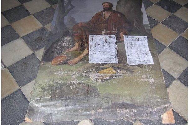 Obraz trafił w ręce konserwatorów zabytków. Zakres prac jest ogromny, w pierwszej kolejności płótno wymaga wzmocnienia i sklejenia rozdarć.
