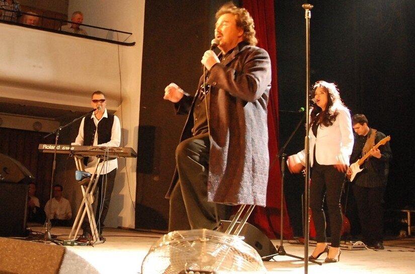 Krzysztof Krawczyk przyciągał na koncerty tumy. W ostatnich latach koncertował blisko Rawy, w Tomaszowie czy też Żyrardowie.
