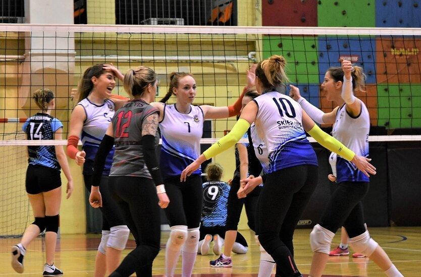 Siatkarki Skier-Vis Business Center Skierniewice zapewniły sobie udział w turnieju finałowym baraży o II ligę piłki siatkowej pań.