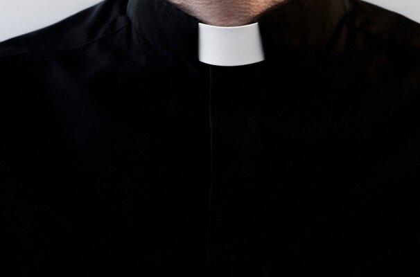 """Kapłan z Jeruzala bez zarzutów. Prokurator zamknął sprawę """"przywracania ustawień fabrycznych"""" młodzieży"""
