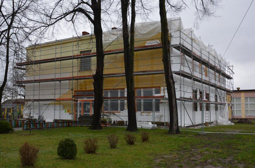 Mała szkoła w Makowie jest jednym z budynków, który będzie poddany termomodernizacji.