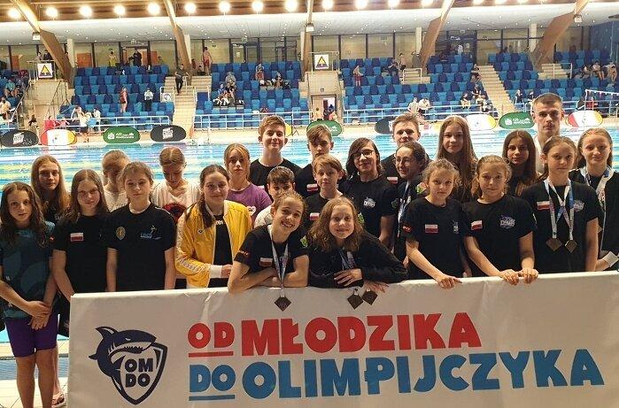 Pływacy UKS Nawa zajęli 2. miejsce w klasyfikacji medalowej prestiżowych zawodów Od Młodzika do Olimpijczyka.
