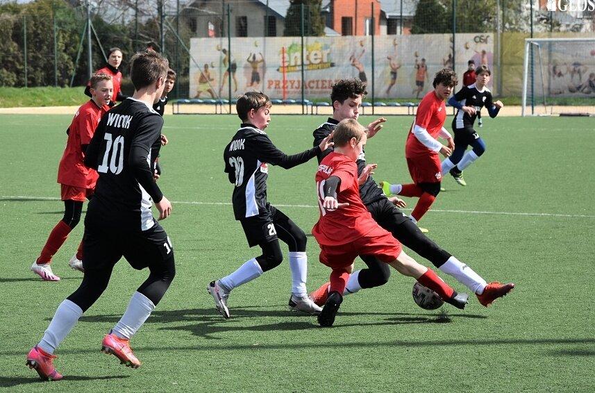 W swoim drugim wiosennym spotkaniu w I lidze wojewódzkiej trampkarzy młodszych Widok Piotra Wysockiego pokonał ekipę z Wiśniowej Góry 3:1.
