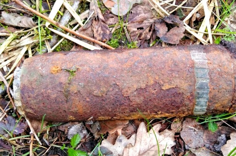Ten niewybuch wypełniony jest kulkami, które rozpryskują się, gdy zadziała zapalnik czasowy