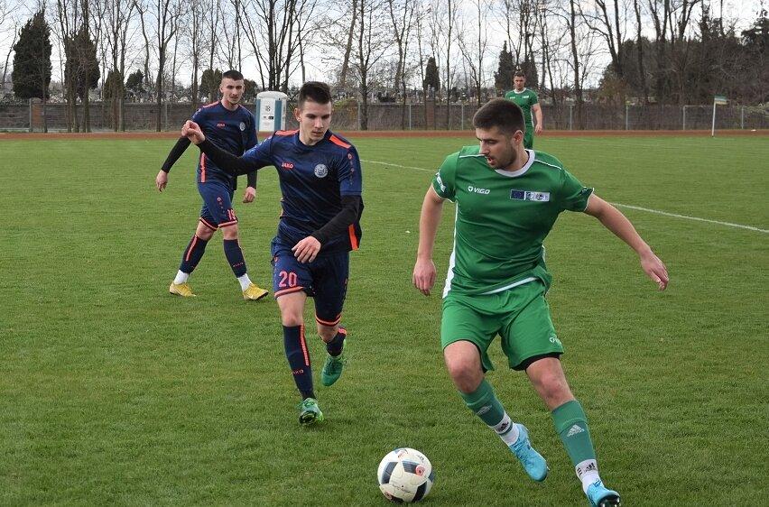 W Makowie na inaugurację piłkarskiej wiosny w okręgówce gospodarze przegrali z Unią II Skierniewice.