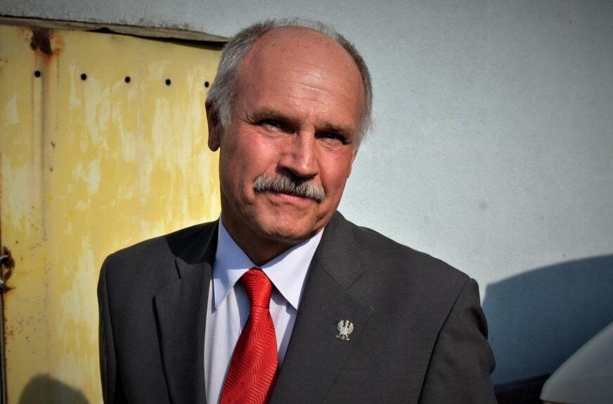 W gminie Skierniewice zawiązała się grupa inicjatywna, która w referendum chce odwołać wójta Czesława Pytlewskiego. Pełnomocnik grupy referendalnej Mariusz Niemiec potwierdził, że w poniedziałek (26.04) inicjatorzy zawiadomili o zamiarze przeprowadzenia referendum lokalnego w sprawie odwołania wójta przed upływem kadencji. Zaczęli już zbierać podpisy pod wnioskiem.
