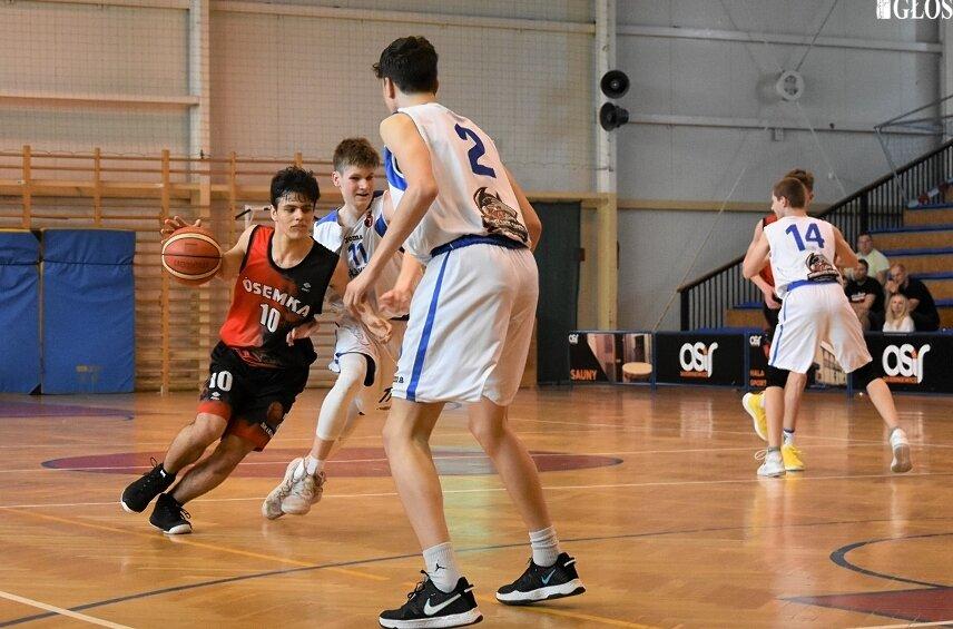 Kadeci MKS Ósemka ulegli Wiśle Kraków w swoim drugim meczu turnieju ćwierćfinałowego mistrzostw Polski w koszykówce U15.